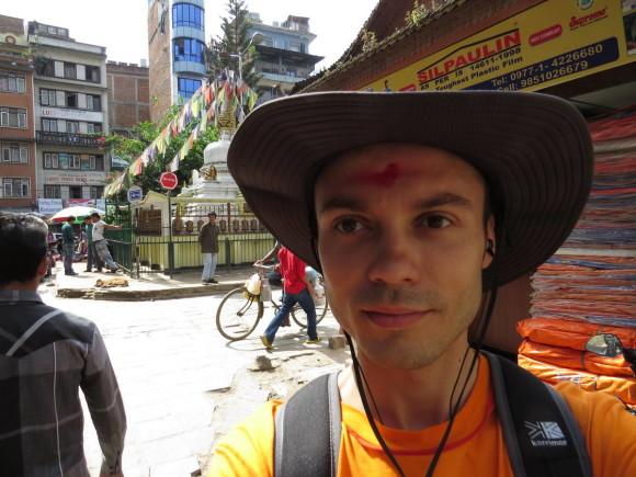 Бинду на лбу. А сзади Nateshwar Temple