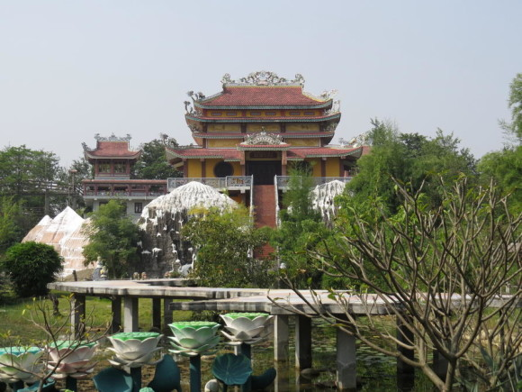 Вьетнамский храм