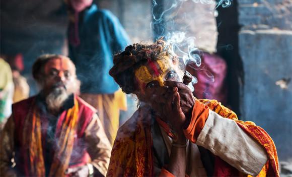 sadhu-smoking