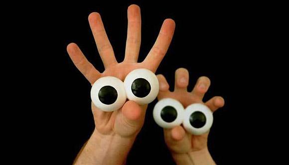 Руки с глазами